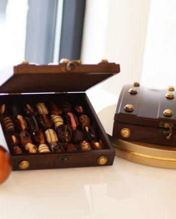 Coffret Trésor en bois dattes fourrées et chocolatées